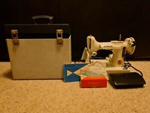 221K WHITE Vintage Singer Featherweight Sewing Machine with accessories