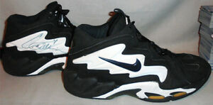 1997 -Corliss Williamson- Sacramento Kings Game Used Signed/Autograph Sneakers