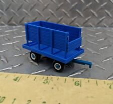 1/64 ertl blue cattle cow feeder chuck wagon chopper box ford plastic farm toy