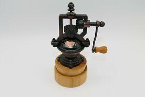 Pfeffermühle im antikem Kupfer-Design Ständer aus Kirschholz handgedrechselt