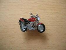 Pin Anstecker Honda Hornet 600 rot red Modell 1998 Motorrad 0683 Motorbike Moto