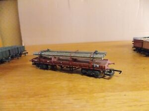 LIMA BOGIE BOLSTER WAGON No B974162 in BR Brown Livery with Steel Load 00 Gauge