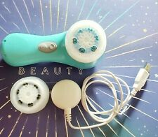 Turquoise Clarisonic Mia 2/Gently Used With 2 Brand New Brush Heads Included