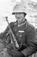 WW2 Photo German soldier with an MP 40 on the Eastern Front 1944 WWII 149