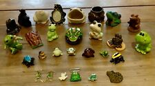 More details for collection of 25 frog novelty items, figurines and brooches