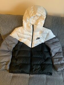 nike down fill Windrunner Hooded Puffer jacket Black/white/grey Size L BNWT