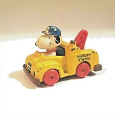 Vintage SNOOPY TOWING Diecast Tow Truck Inter-Trad-Tec 1958, 1966  Made In Macau