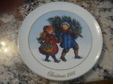 "Avon 1981 Christmas Memories Collector's Plate ""Sharing the Christmas Spirit"""