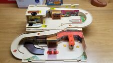 Vintage Mattel Hot Wheels Sto and Go SERVICE CENTER Carry Case Fold Up Portable