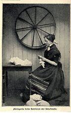 Färöer * Färingerin beim Sortieren der Schafswolle * in Tracht *  Bildd.1902