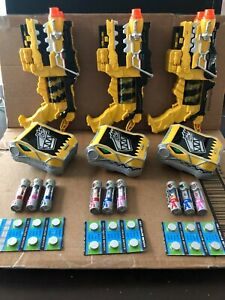 Power Rangers Deluxe Dino Charge Yellow Morpher Gun and Talking coms 3 chargers