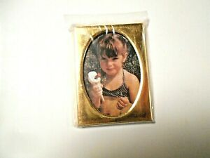 """Unbranded 1-7/8"""" x 2-1/2"""" Gold Rectangle Picture Frame w/Oval Inset"""