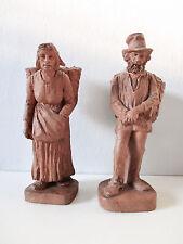 Statuettes en Terre Cuite. Couple de Paysans. Signé L. Desbordes.