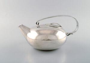 Lino Sabattini (born 1925, 2016) for Christofle. Modernist teapot