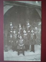 POSTCARD RP LONDON GROUP OF YEOMEN WARDENS - TOWER OF LONDON