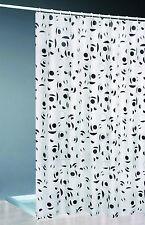 Moderne Duschvorhänge mit geometrischem Muster