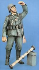 Verlinden 120mm (1/16) German 2cm FlaK Crewman w/Rangefinder & Ammo Box WWII 720
