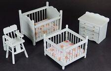 CASA delle Bambole Legno verniciato Baby Nursery Set 4 PEZZI hickleton DA COLLEZIONE-NUOVO