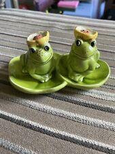 New ListingVintage Frog Sitting On Lillypad Salt & Pepper Shakers Japan Green Yellow Flower