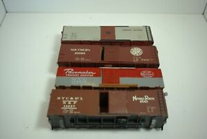 LOT OF EIGHT O SCALE BOX CARS.