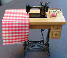 1:12 Scale Dress Making Treadle Sewing Machine Dolls House Miniature Accessory