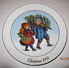 Avon Christmas Plate 1981 Sharing the Christmas Spirit b47