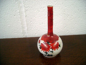ORIENTAL STYLE STEM VASE WITH FLOWERS AND A BUTTERFLY