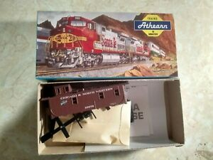 Athearn    1267Chicago & North Western C&NW Caboose #10976 MINT