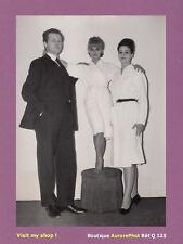 PHOTO PRESSE 1961 : LE PLUS PETIT MANNEQUIN DE PARIS DE CHEZ NINA RICCI -Q125
