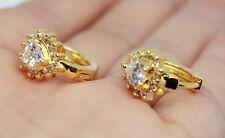 18K oro riempito Chiaro Cristallo Cerchio Orecchini a forma di cuore piccolo abbraccino Jewelry
