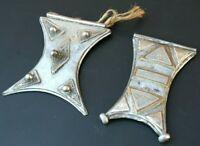 Deux Anciens Pendentifs Touareg (Afrique du Nord) en alliage de cuivre et fer