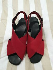 MUNRO sz 9 Red CROSS FRONT SANDALS shoes Sandal Back Strap