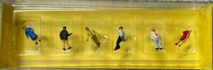 Preiser Hand Painted Z Scale Scale Set of Station Passengers Set 8520