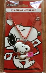 PEANUTS SNOOPY FLASHING LIGHTS LIGHT UP  NECKLACE HEART ❤️ SHAPE- COLLECTIBLE