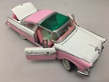 1955 Crown Victoria Ford Fairlane 1:18 92138 Road Tough Pink & White Model Car