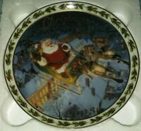 Avon CHRISTMAS PLATE Coming To Town 2003 5952428