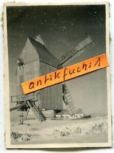 Foto : schöne alte Windmühle / Windmill im Winter in der Ukraine im 2.WK