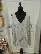 Size 24 V-Neck Top NWT by Rogers & Rogers in Cream/Black Floral/Diamond Print