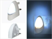 Automatic LED Night Light Dusk 2 Dawn LED Sensitive White Plug in UK Three Pin