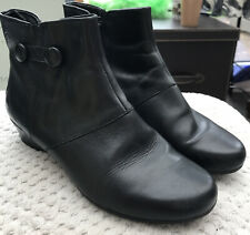 CLARKS 'K' BLACK LEATHER ANKLE BOOTS UK 5.5 WIDE FIT BUTTON DETAIL ZIP FASTEN