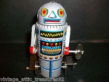 Vtg Mechanical Walking ROBOT-7  Machine Robot Still New in box