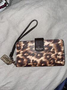 brand new coach clutch ocelot brown print phone wallet 62608