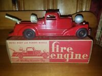 Hubley Fire Truck w Seach Light & Pumper  #453 Mint w Mint Box Gorgeous!