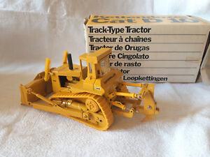 """Modèle miniature Caterpillar CAT D10 """" Tracteur à chaine"""""""
