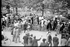 Libération de Paris 1944 foule négatif photo ancien 6 x 9 cm