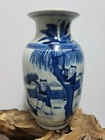 FINE CHINESE  PORCELAIN BLUE AND WHITE VASE