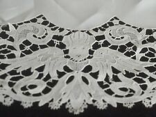 Vintage Linen RUNNER featuring Guipure LACE Edging and PUTTI VV90