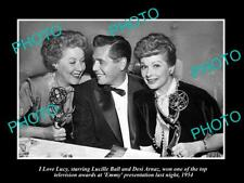 OLD POSTCARD SIZE PHOTO OF I LOVE LUCY LUCILLE BALL WITH HER EMMAY AWARD 1954