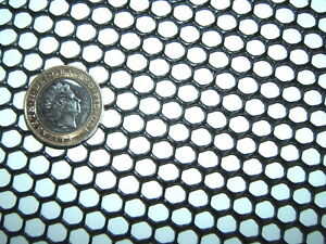BLACK 330x400mm SEMI-RIGID HDPE 7mm PLASTIC MESH SCREEN FISH GUTTER GUARD FILTER