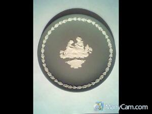 The Wedgwood Mother Plate for 1972, Sage Green and White Jasper.